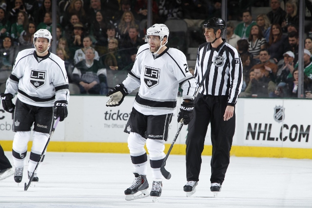 DALLAS, TX - DECEMBER 31: Jarret Stoll #28 of the Los Angeles Kings has words with an official during action against the Dallas Stars at the American Airlines Center on December 31, 2013 in Dallas, Texas. (Photo by Glenn James/NHLI via Getty Images)