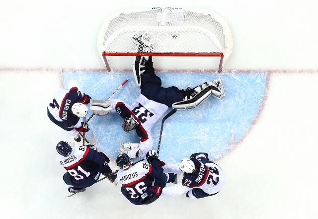 461426919MB00122_Ice_Hockey