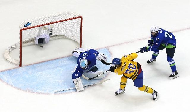 461427027ML00060_Ice_Hockey