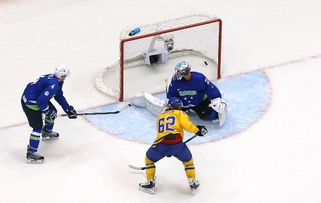 461427027ML00063_Ice_Hockey
