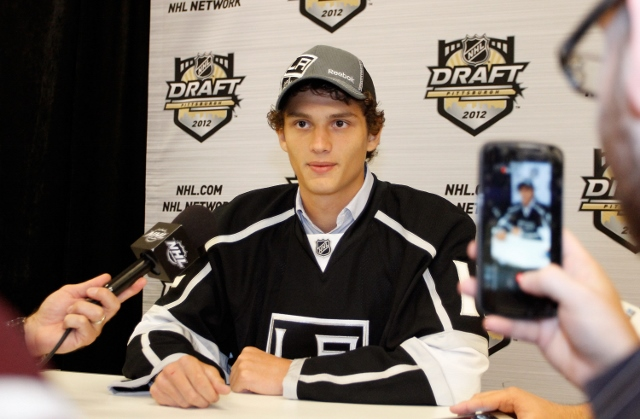 146648945ML068_2012_NHL_Ent